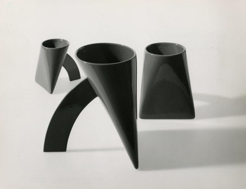 In occasione del centenario dalla nascita di Achille Castiglioni, CEDIT – Ceramiche d'Italia riedita il vaso Lapis disegnato dai Fratelli Castiglioni nel 1968