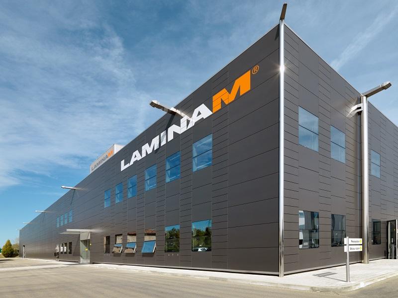 Laminam inaugura ufficialmente il nuovo impianto di abbattimento delle emissioni recentemente installato nel proprio stabilimento produttivo di Fiorano Modenese